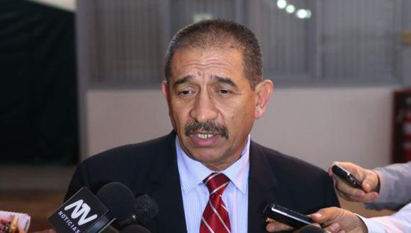 Congresistas presentan moción para remover al jefe del INPE