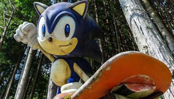 Una deteriorada estatua de Sonic The Hedgehog adornó por años un lado de la carretera de las montañas de Japón y nadie sabía exactamente de dónde provenía hasta que un youtuber decidió investigar más al respecto. Conoce más sobre esta insólita historia.| Crédito: ぱっきゃまら / Google Maps