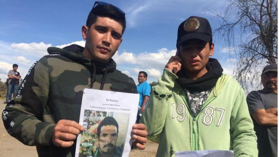 Muchas personas todavía buscan a sus familiares desaparecidos.