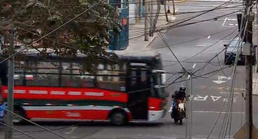 En noviembre del año pasado, un motociclista quedó grave al ser colisionado por un bus de transporte público en el cruce de la calle Colón y la avenida 28 de Julio.