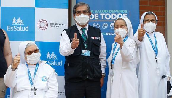 El ministro de Salud, Óscar Ugarte, precisó que esta semana se vacunará personas de 85 años de edad y en las próximas semanas se irá ampliando el padrón de ciudadanos a ser inoculados. (Foto: Minsa)