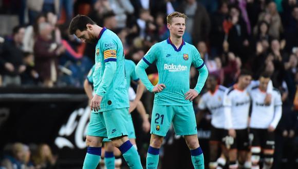 Frenkie de Jong y Lionel Messi podrían dejar de compartir equipo en Barcelona. (Foto: AFP)