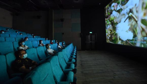 Sala de cine en China, en julio de 2020. Pronto en el Perú se volverán a abrir sus puertas. (Foto: AFP)