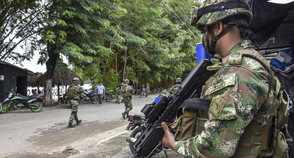 Two Venezuelan soldiers die when a mine explodes in the fighting on the border with Colombia