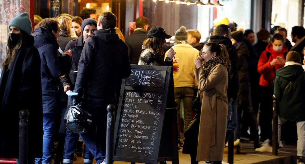 More than 110 customers who dined at a Paris restaurant despite coronavirus restrictions fined