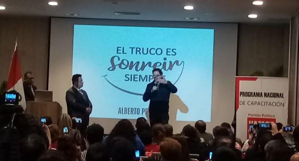 El parlamentario se dirigió a los militantes del partido político Vamos Perú durante un evento partidario. (Imagen: Difusión)