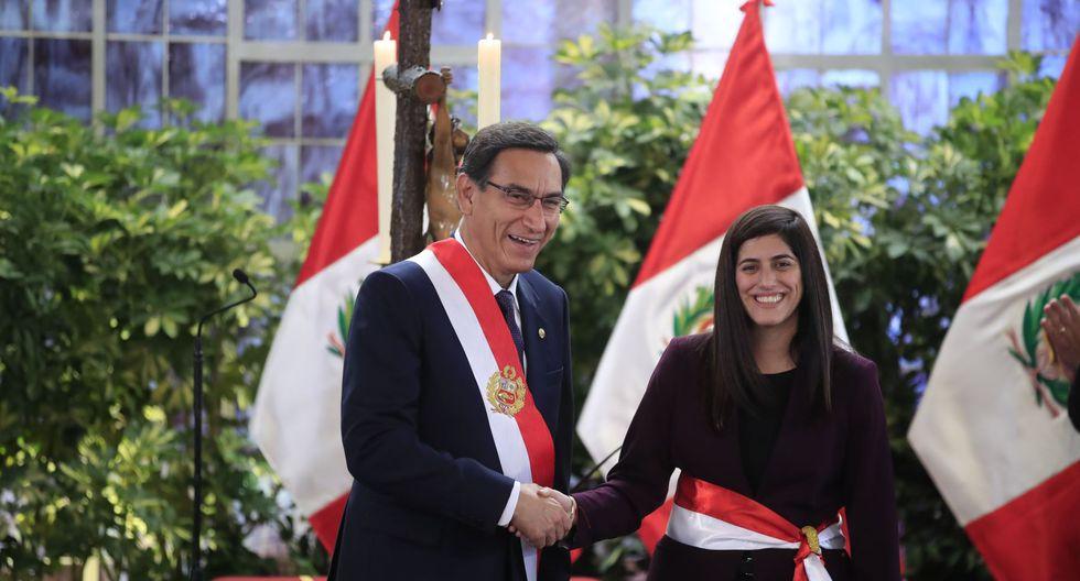 Martín Vizcarra tomó juramento del nuevo equipo de ministros que será liderado por Vicente Zeballos. (Foto: Andina)