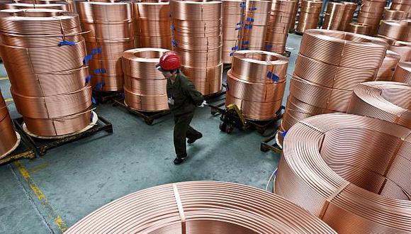 El cobre a tres meses en la Bolsa de Metales de Londres operaba sin cambios, a US$5,995 la tonelada. (Foto: AP)