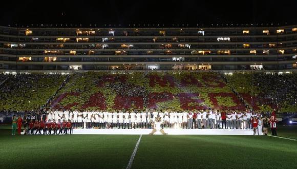 """""""El más campeón"""" se leyó en las tribunas del estadio Monumental. El mismo se dio previo al Universitario vs. Universidad Concepción por la Noche Crema 2019 (Foto: Violeta Ayaste 7 GEC)"""