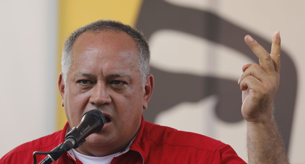 """Diosdado Cabello afirmó que para fortalecer al bolívar ante el creciente uso del dólar es """"obligar"""" a usarla en las transacciones o, en su defecto, acudir al trueque. (AP)"""