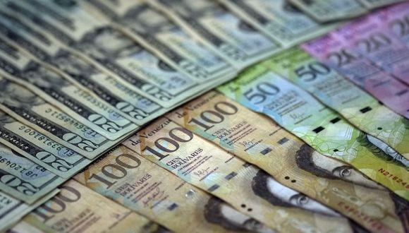 El precio del dólar en Venezuela cotiza a la baja este viernes 29 de mayo según información del portal DolarToday. (JUAN BARRETO / AFP)