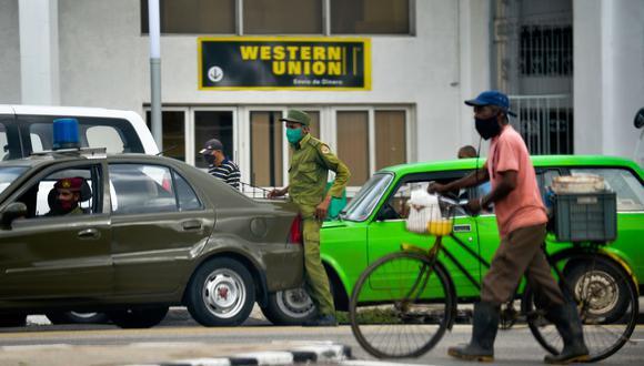 Western Union cierra en Cuba por presiones de la administración Trump. (Foto: Yamil LAGE / AFP).