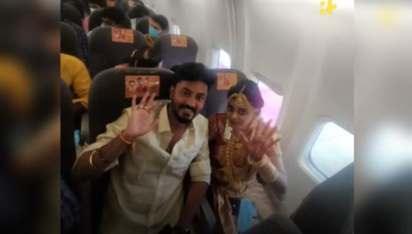 Pareja de la India se casa en un avión y arma una fiesta con 50 invitados. (Foto: Indiatimes / YouTube)