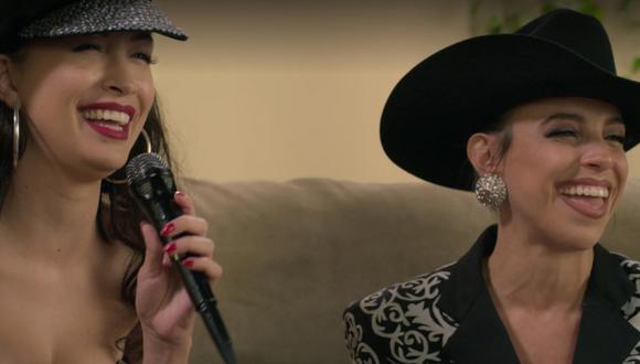 """Representación de la entrevista d Verónica Castro a Selena Quintanilla en """"Selena, la serie""""."""