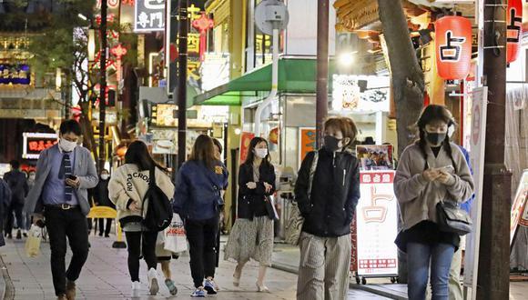 Escena en una calle céntrica del Barrio Chino de Yokohama, en Kanagawa, cerca de Tokio, del 15 de abril del 2021. Kanagawa es uno de cuatro distritos de Japón en los que se elevó el nivel de alarma por los contagios del COVID-19. (Kyodo News via AP).