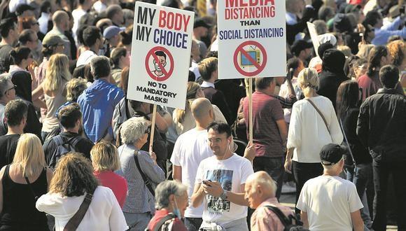 Protestas en Londres en septiembre de 2020. Europa y Estados Unidos son el epicentro de los grupos negacionistas de la pandemia del COVID-19 (Foto: EFE)
