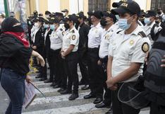 Estallan nuevas protestas en Guatemala contra el Gobierno un día después de que se prendiera fuego al Congreso | FOTOS