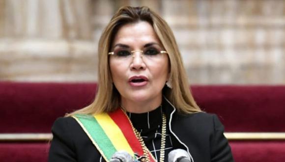 La presidenta interina de Bolivia Jeanine Añez entregando un mensaje durante la celebración del 195 aniversario de la Independencia de Bolivia en el palacio de gobierno de La Paz, el 6 de agosto de 2020 (Foto: Presidencia de Bolivia / AFP).