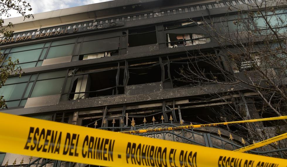 Así amaneció la se de la Contraloría de la República, luego de que manifestantes la incendiaran este sábado. (Foto: AFP)