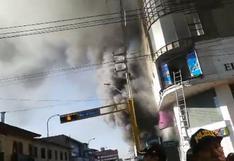 Junín: incendio afecta edificio comercial en el centro de Huancayo