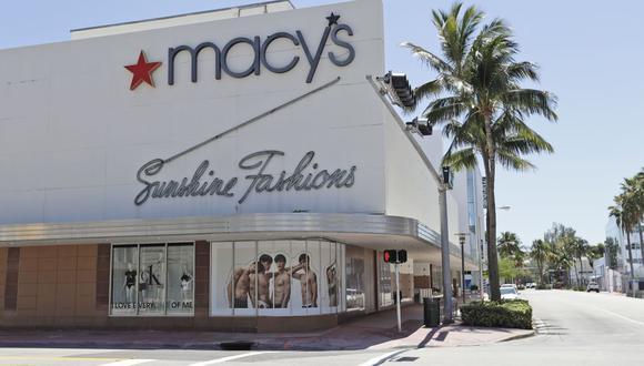 """Las tiendas de ropa en general entran dentro del rubro """"no esenciales"""" y permanecen cerradas por la pandemia del coronavirus en Miami, Florida. (Foto: AP)"""