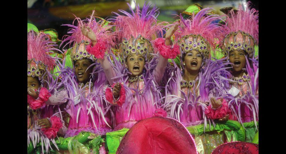 Ni la lluvia paró la fiesta en el carnaval de Río de Janeiro - 6