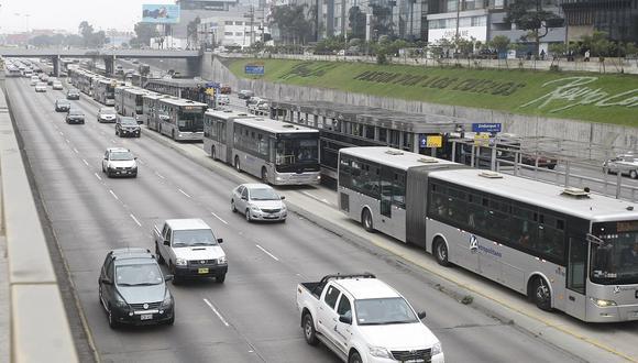 Los buses del Metropolitano han tenido que desviar su recorrido debido a la marcha desarrollada en el Cercado de Lima. (Foto: Mario Zapata/GEC)