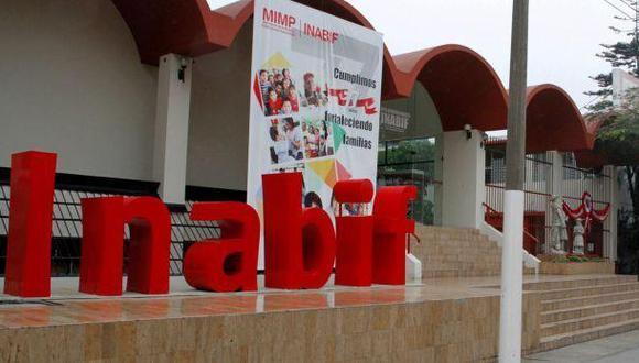 Sindicato de Inabif protestó frente al Ministerio de la Mujer