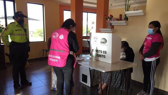 Este domingo 11 de abril se llevan a cabo la segunda vuelta en Ecuador. Conoce las multas por no ir a votar y no cumplir como miembro de mesa (Foto: CNE)