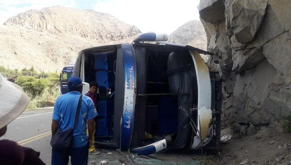 (Foto: Pasajeros lesionados fueron auxiliados por agentes de la PNP y bomberos de Barranca. (Foto: Facebook Aurelio Padilla)