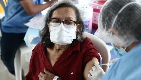 El proceso de inoculación de los adultos mayores se realiza con vacunas Pfizer. (Fotos Jesús Saucedo / @photo.gec)