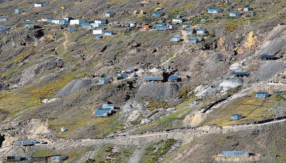 Mineros de La Rinconada controlan cerros del Cusco