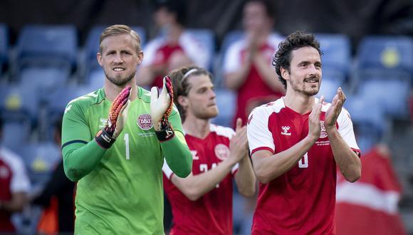 Kasper Schmeichel y Thomas Delaney fueron parte de la victoria de Dinamarca sobre Perú y ahora están en cuartos de la Euro. (Foto: EFE)