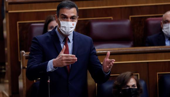 El presidente del Gobierno, Pedro Sánchez interviene durante la sesión de control al Ejecutivo este miércoles en el Congreso para dar cuenta de la gestión de la pandemia, un día antes de que el Gobierno lleve al Congreso la prórroga por seis meses del estado de alarma. (Foto: EFE/ Chema Moya)