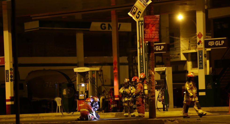 Una fuga de gas en el grifo Pretoperú alarmó a los vecinos de Los Olivos.  (Foto: Jesús Saucedo/GEC)