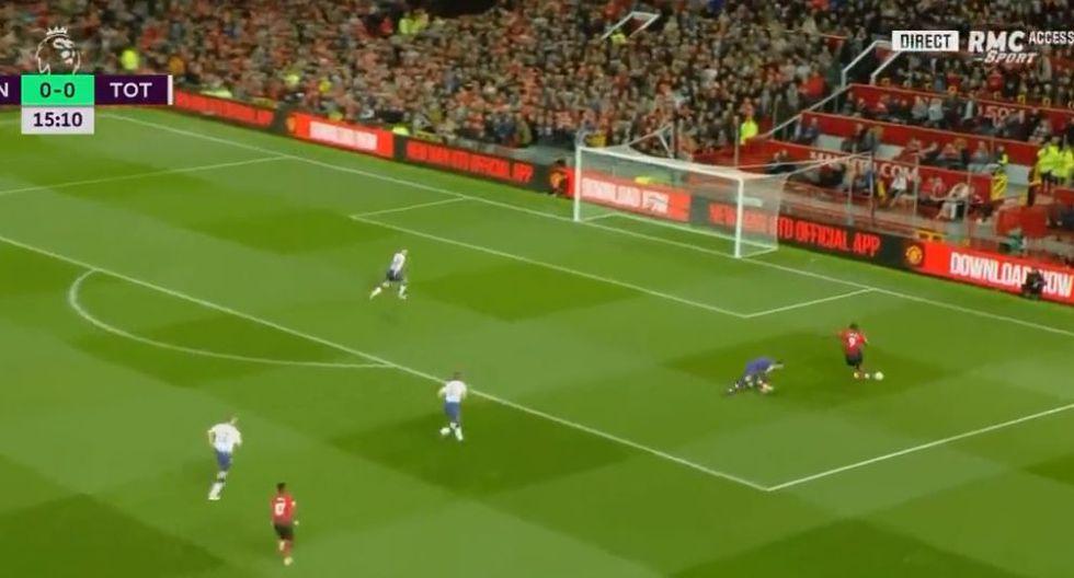 Romelu Lukaku hizo todo bien, menos la definición de cara a portería. La acción errada por el ariete del Manchester United ha dado qué hablar en las redes sociales. (Foto: captura de video)