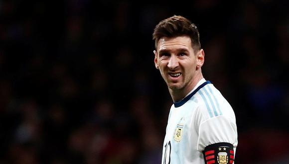 Mientras Lionel Messi pueda respirar y ponerse ese uniforme, habrá cómo diluir responsabilidades. Siempre será el señalado, aunque él jamás señalará la mediocridad que lo rodea. (Foto: AFP).