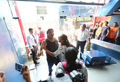 San Isidro: familiares de pasajeros destruyen mobiliario de agencia Cruz del Sur en medio de reclamos | VIDEO