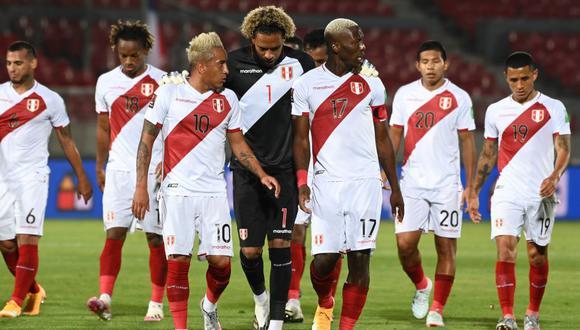Perú no pudo ante su similar de Chile y terminó cayendo en Santiago por 2 tantos a 0. (Foto: EFE)
