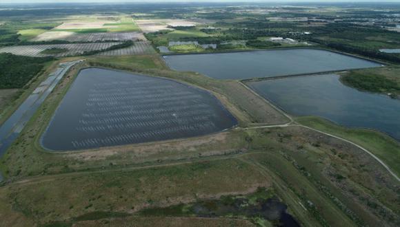La enorme depósito de aguas residuales de Piney Point, en Florida, que amenaza con romperse y provocar una inundación catastrófica. (REUTERS / Base de drones / archivo).