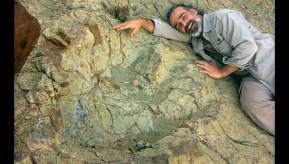 Sebastián Apesteguía lideró un equipo de investigadores que halló en Sucre (Bolivia), en el 2016, la huella de 1,5 metros de un terópodo Abelisaurio, una de las más grandes conocidas. (EFE)