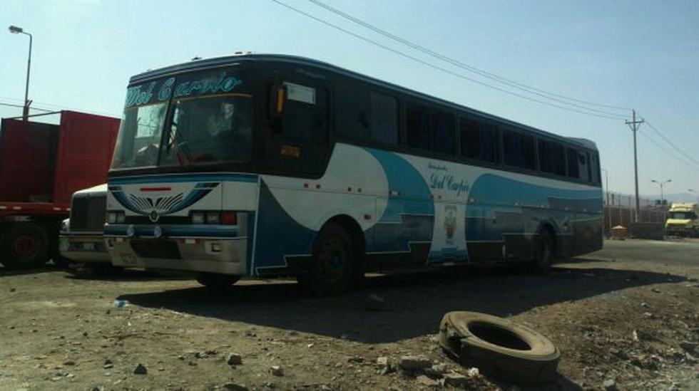 Opositores a Tía María incendiaron un bus en Matarani - 3