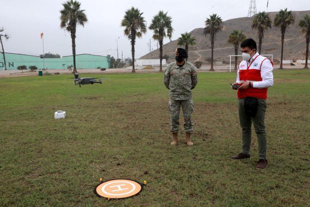 Lo ideal es que cada participante cuente con su propio dron para las clases. (Foto: Ministerio de Defensa)