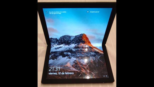La ThinkPad X1 Fold de Lenovo puede usarse en la posición de una laptop tradicional. (Foto: Bruno Ortiz B.)
