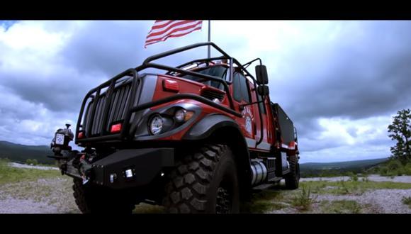 Este camión de bomberos toma como punto de partida a un camión International 7400. (Foto: YouTube).