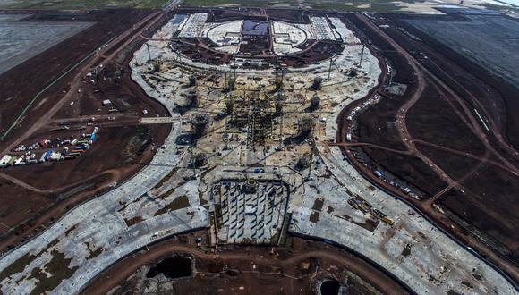 A través de un referéndum, AMLO canceló la construcción del nuevo aeropuerto internacional de México, en Texcoco. (AFP).