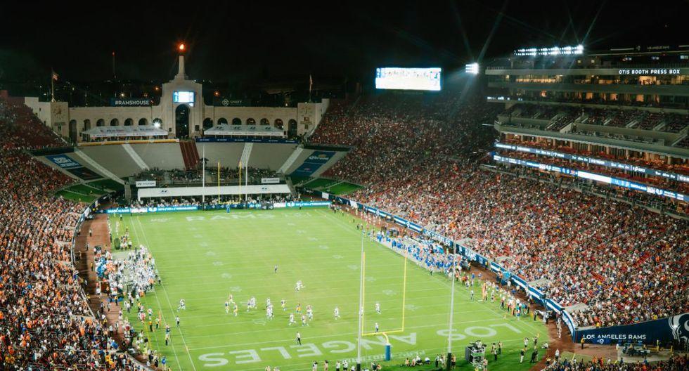 El estadio Los Ángeles Memorial Coliseum, inaugurado en 1923, tiene una capacidad para 78.000 espectadores en sus tribunas | Foto: Google Maps