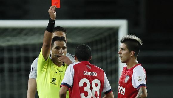 Diego Haro fue el árbitro encargado del partido entre Atlético Nacional y Nacional por la fecha 4 de la Copa Libertadores 2021. (Foto: AFP)