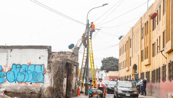 Hace casi un año venció el plazo para que firmas retirasen cables. El retiro de cables empezó en la zona 1 de Barrios Altos, cuadra 7 del jirón Amazonas. (Foto: Cortesía)