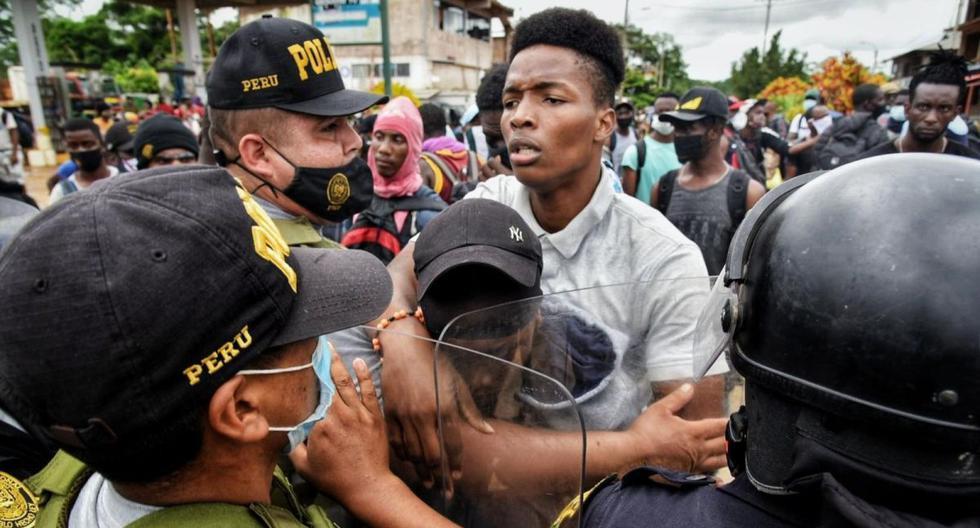 El intento de cruzar la frontera entre Brasil y Perú por parte de miles de haitianos ha encendido las alarmas sobre una de las mayores crisis migratorias de los últimos tiempos en la región. Desde el 2010, cuando un terremoto devastó al país más pobre de América, miles iniciaron un éxodo hacia el sur que se ha agravado con la pandemia de Covid-19. (Foto: EFE)